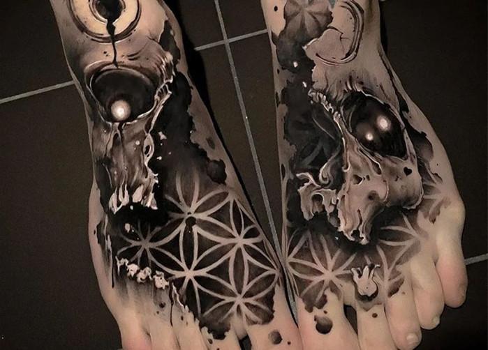 <strong>黑灰写实肖像纹身图案|人潮拥挤,我遇见</strong>